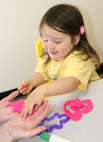 12-36mos old girl learns animals through Play-doh in Spanish Class