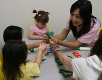 Miss Tracy teaching animals in Mandarin with Play-Doh